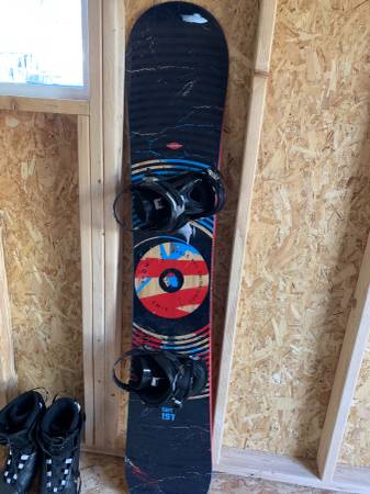 Photo SIMS QUEST Snowboard with Ride Bindings - $120 (Denver Metro Area)