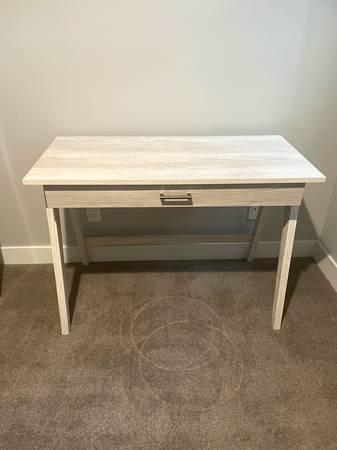 Photo White Desk  Like New - $80 (Aspen)