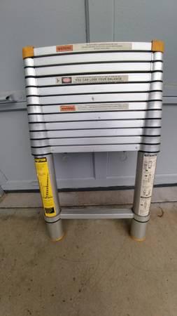 Photo 12.5 ft. Aluminum Telescoping Extension Ladder - $125 (roseburg  winston)