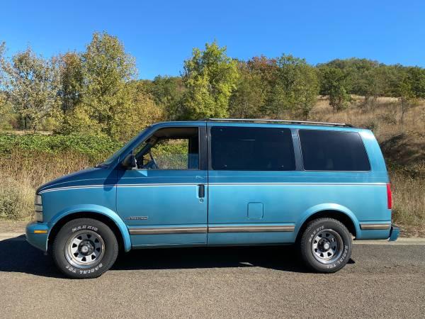 Photo 1995 - $2,500 (Astro van low miles)