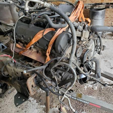 Photo 2000 Ford v-10 6.8 gas engine - $300 (Myrtle creek)