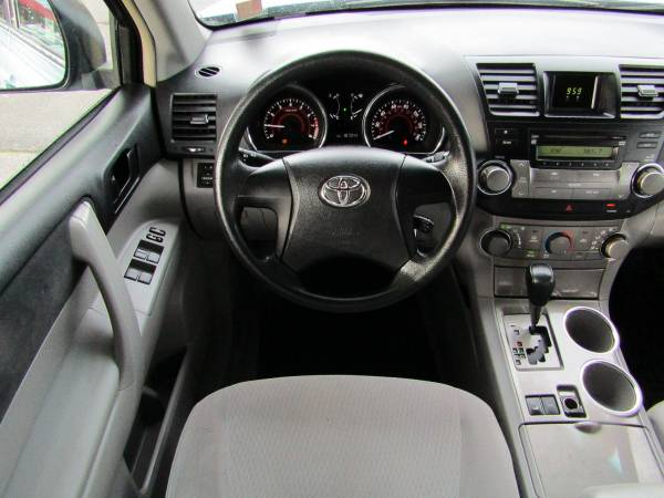 Photo 2008 TOYOTA HIGHLANDER3RD ROW SEATINGHYLAND AUTO - $9845 (BUY-HERE, PAY-HERE DONE RIGHT)