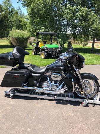 Photo 2012 Harley Davidson CVO Street Glide - $19,900 (Codnon, Oregon)