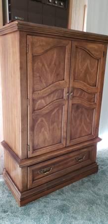 Photo Armoire plus Matching Mirror  Dresser - $200 (Umpqua)