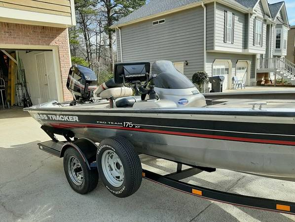 Photo Bass boat 2oo2 Tracker 175 Pro - $1201 (Roseburg)