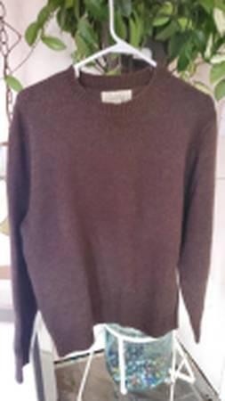 Photo CABELAS Med Mens Wool Sweater Brown - $15 (roseburg)