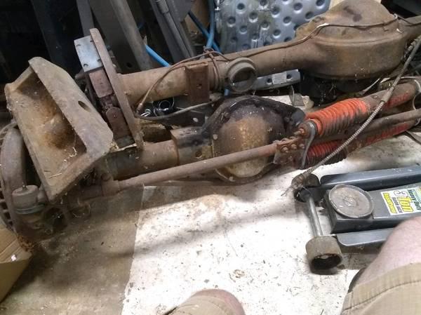 Photo Chevy 6 lug Dana 44 Front Axle - $200 (Melrose)