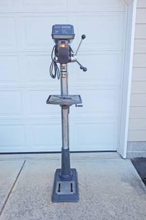 Photo Craftsman Drill Press - 1 HP 15quot 12 speed - $275 (Roseburg)