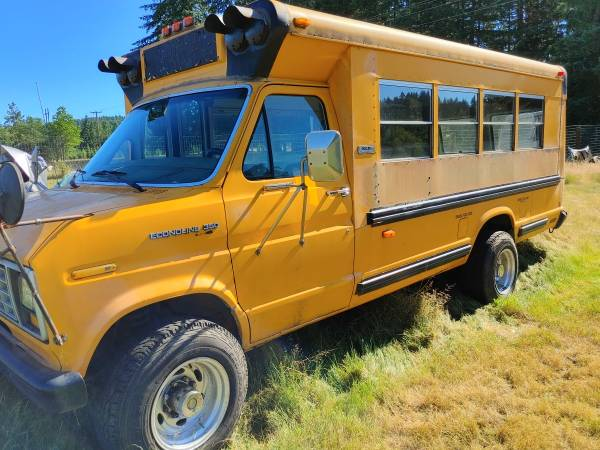 Photo Ford Diesel School Bus For Conversion - $3,800 (Eugene)