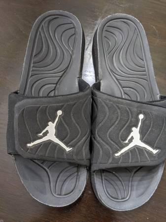 Photo Nike Jordan Hydro 4 Mens Recovery Slides BlackWhite Size 12 - $60 (Cottage Grove)