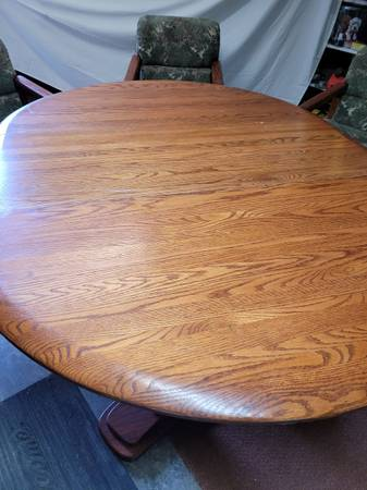 Photo OAK Dining Table  3 chairs - $125 (Canyonville)