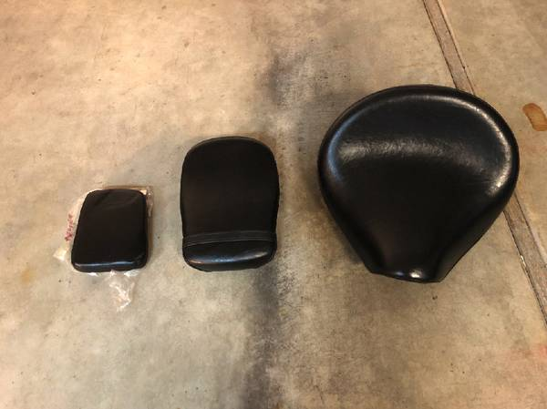 Photo OEM 2003-2008 Yamaha V-Star 1100 Classic Seats and back rest - $100 (Sutherlin)