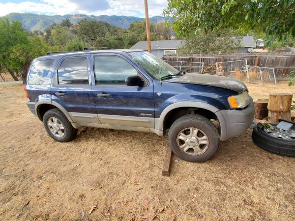 Photo Parting 2002 ford escape or sell as a whole - $600 (Myrtle creek)