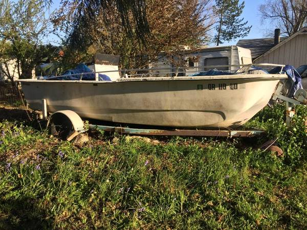 Photo free boat, needs gone (yoncolla)