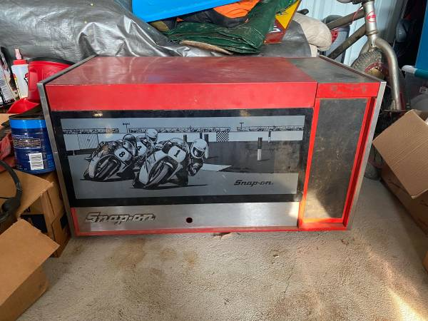 Photo snap on and craftsman tool boxes, and a chair - $350 (Dillard)