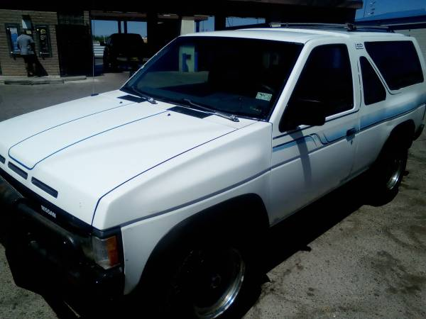 Photo 1987 Nissan Pathfinder $2999 or 1995 Chevy 1500 - $1300