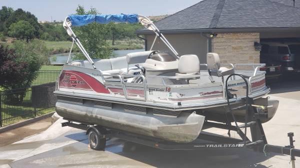 Photo 1999 Sun Tracker 18 Pontoon Boat - $10,500 (Ransom Canyon)