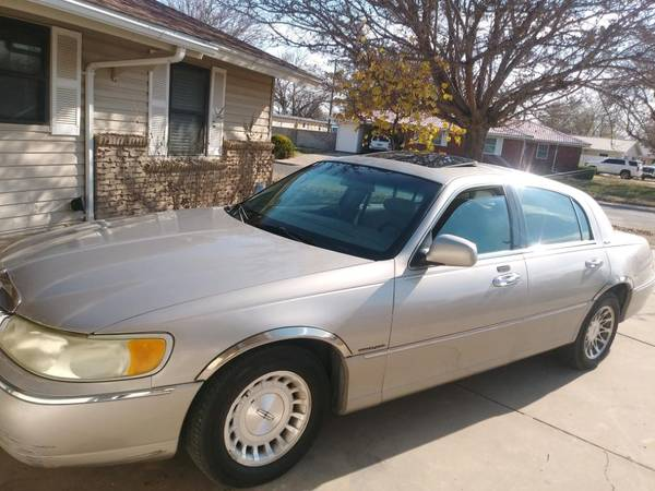 Photo 2000 Lincoln Towncar - $1,850 (Roswell New Mexico)