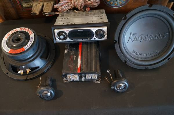 Photo Car stereo System - Amp - Subs - CD Player MP3 - RCAs Bass Audio Deck - $1 (ABQ)