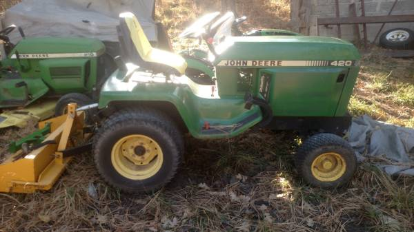 Photo John Deere 420 garden tractor - $2800 (Ruidoso nm)