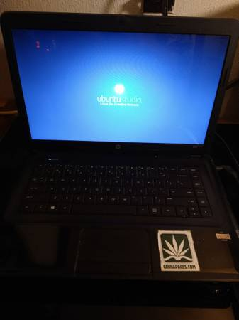 Photo Laptop computer HP 2000 - $40 (Moriarty)