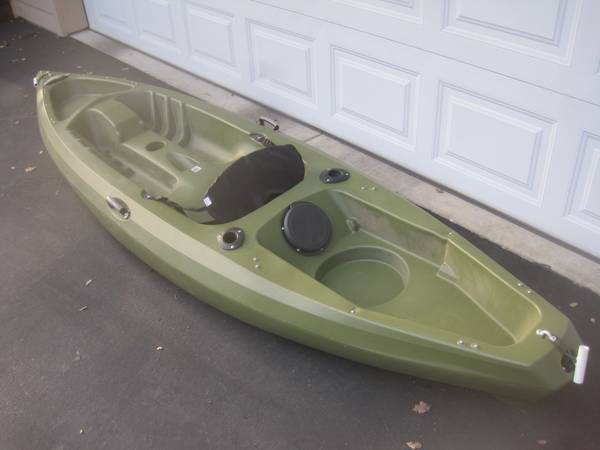 Photo 10 ft. kayak- sell or trade for Thule T2 bike rack in any condition - $100 (Auburn)
