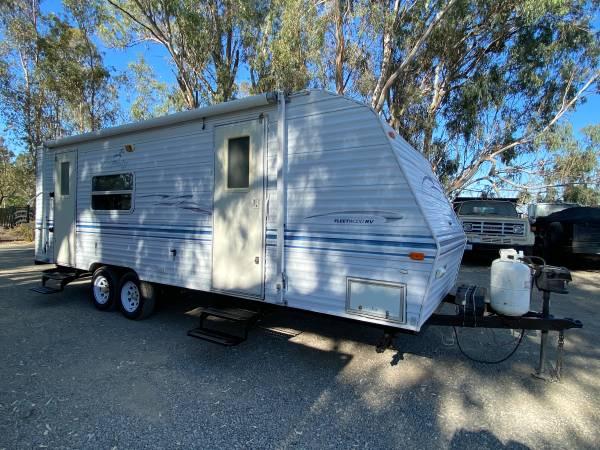 Photo 2000 Fleetwood Prowler Lite 26 825Y - $8,500 (South Sacramento)