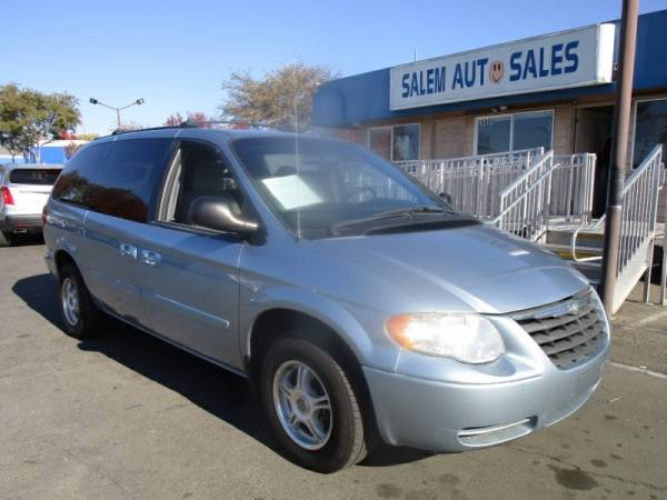 Photo 2005 CHRYSLER TOWNCOUNTRY LX - LOW MILEAGE - ROOF RACK - AC AND GREAT F - $3,988 ( Chrysler TOWNCOUNTRY LX - LOW MILEAGE - ROOF RACK)