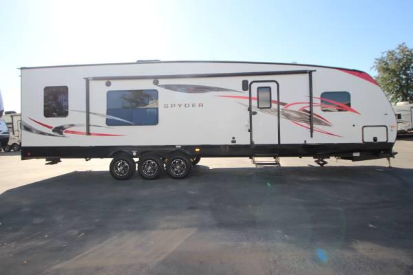 Photo 2016 Winnebago Spyder 32Ft Travel Trailer Toy Hauler W Generator - $36,995 (Rocklin  RVMAX)