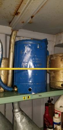 Photo 2 Gallon, (8) Quart, Newer type (used) quotSwing Spoutquot oil can - $50 (Roseville)