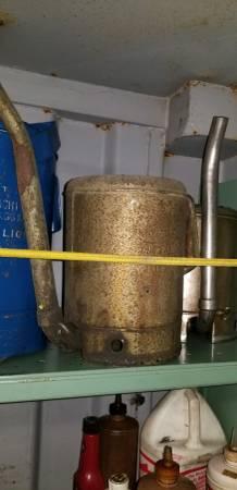 Photo 2 Quart, quotSwing spoutquot oil can, (used) Kinda rough. - $50 (Roseville)