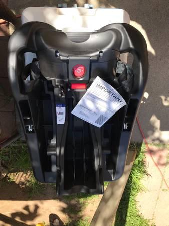 Photo Baby trend secure 32 car seat base NEW - $20 (Sacramento)