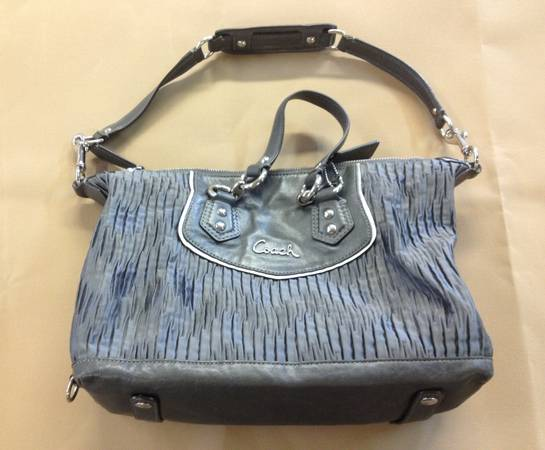 Photo COACH Handcrafted Leather Purse Hand Bag Beautiful - $175 (Sacramento, Ca)