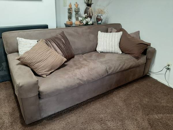Photo Crate and Barrel Couch - $650 (Hwy 50 and S Watt Rosemont)
