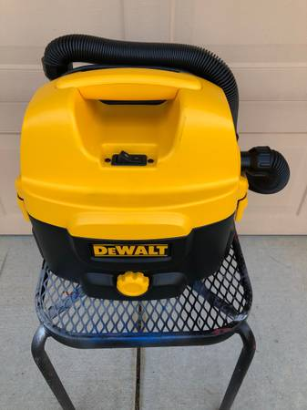 Photo DEWALT 2 GALLON CORDLESSCORDED WETDRY VAC - $95 (El Dorado Hills)
