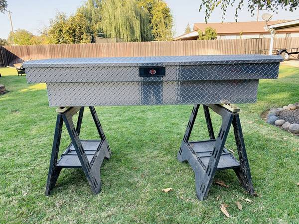 Photo Diamond plate aluminum tool box - $200 (Marysville)