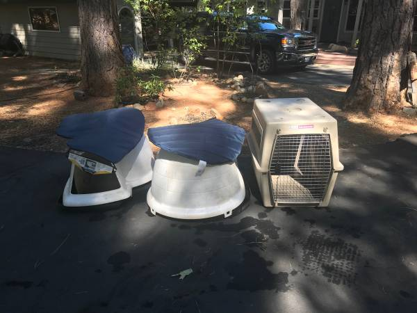 Photo Dog house and dog Crate - $50 (Pollock Pines)