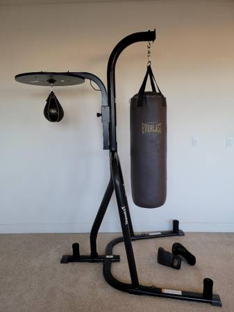 Photo Everlast Dual-Station Heavy Bag Stand with Speed Bag  Punching Bag - $225 (North Natomas)