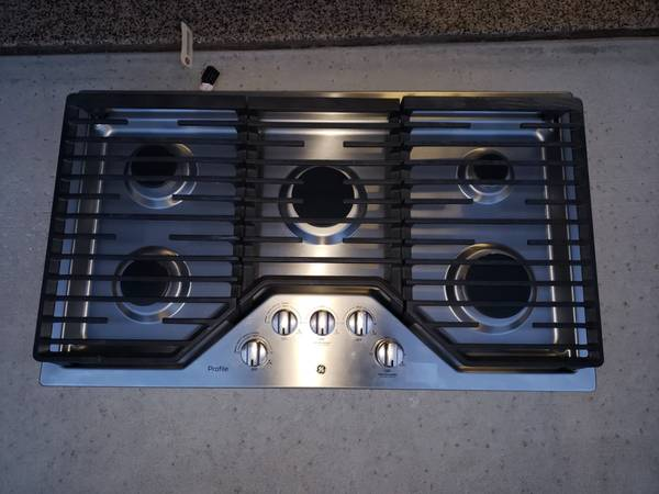 Photo GE Profile 36-in 5 Burner Stainless Steel Gas Cooktop - New - $775 (Folsom)