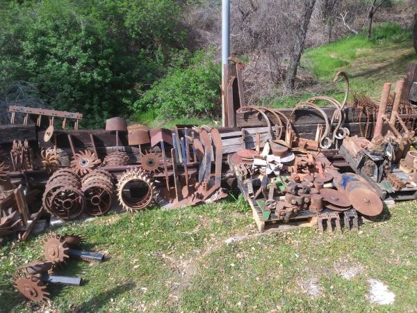 Photo Heavy Stars, Plows, Blades, Disks - Yard Art - Old Farm Equipment - $20 (Newcastle)