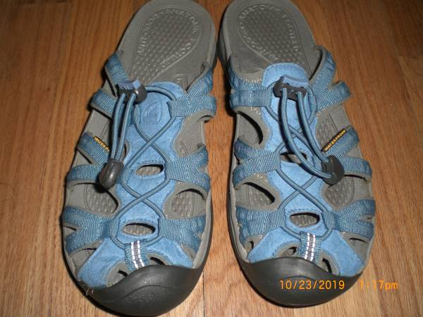 Photo KEEN SLIP ON WATERPROOF SANDALS WOMENS SIZE 7 - $23 (Rio Linda)