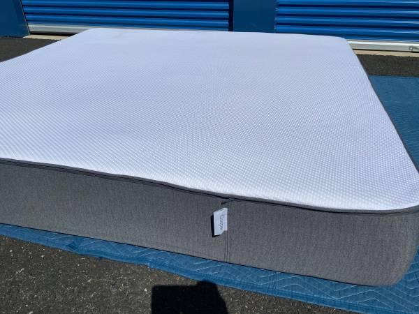 Photo King Size Mattress Casper Hybrid Mattress Can deliver - $650 (Sacramento)