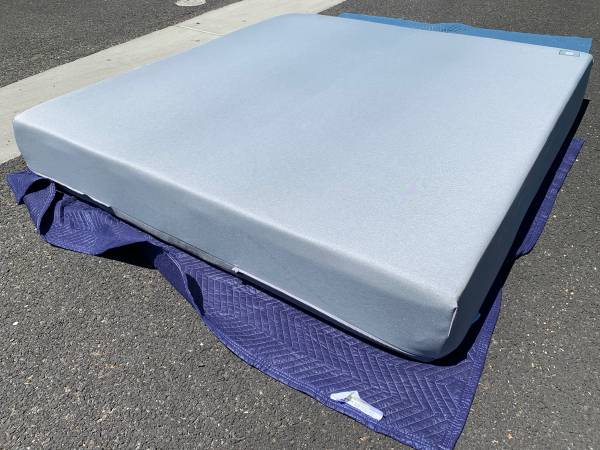 Photo King Size Mattress Medium Firm Memory Foam Can deliver - $500 (Sacramento)