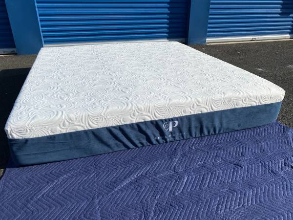 Photo King Size Mattress  PlushBeds eco friendly free delivery - $850 (Sacramento)