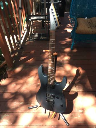 Photo LTD M-50 electric guitar with trem bar - $120