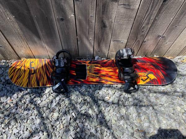 Photo Lib Tech Banana Traction snowboard with burton bindings - $350 (Sacramento)