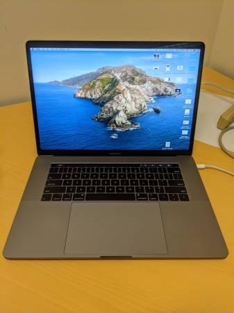 Photo Macbook Pro 15quot 2018, 2.9 GHz 6-core i9, 1Tb HD, 32gb RAM - $1,850