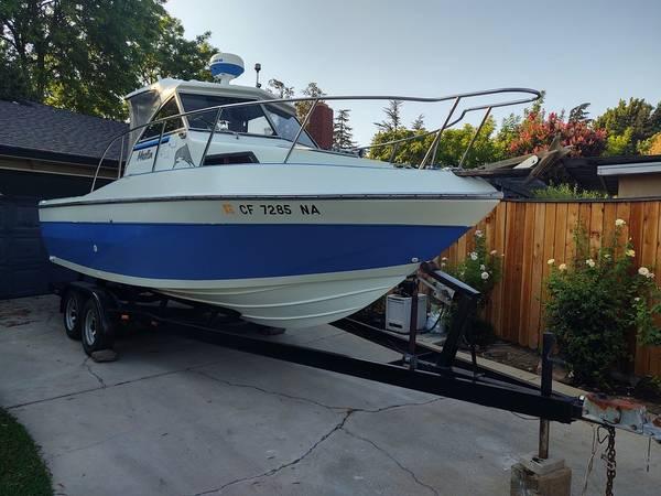 Photo Marlin 2239 Walkaround Cuddy Cabin Boat With Hard Top 5.7 V8 987 Hours - $16,900 (Lodi)