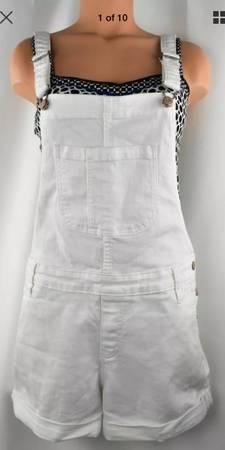Photo NEW Women Old Navy White Denim Cuffed Shorts Overalls One Piece Romper (Sacramento)