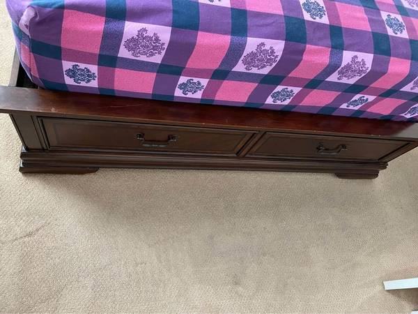 Photo Queen headboard, footboard with 2 storage drawers, rails, mattress and - $500 (Folsom ca)
